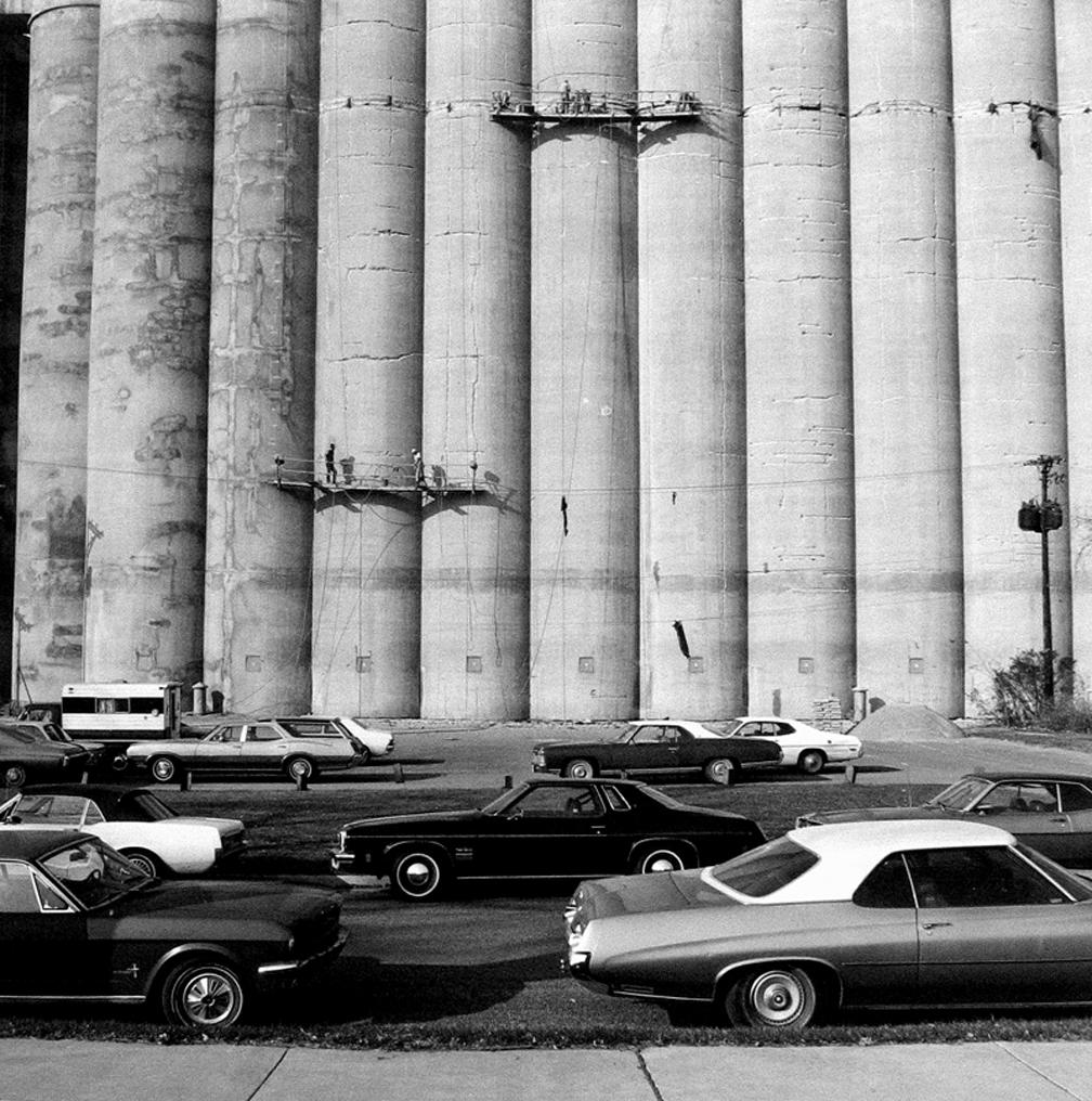 Frank Gohlke Grain-elevator-under-repair-Minneapolis-MN-1974
